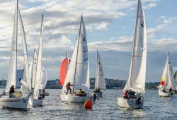 albin-express-sailboat-regatta-top-mark-sailing